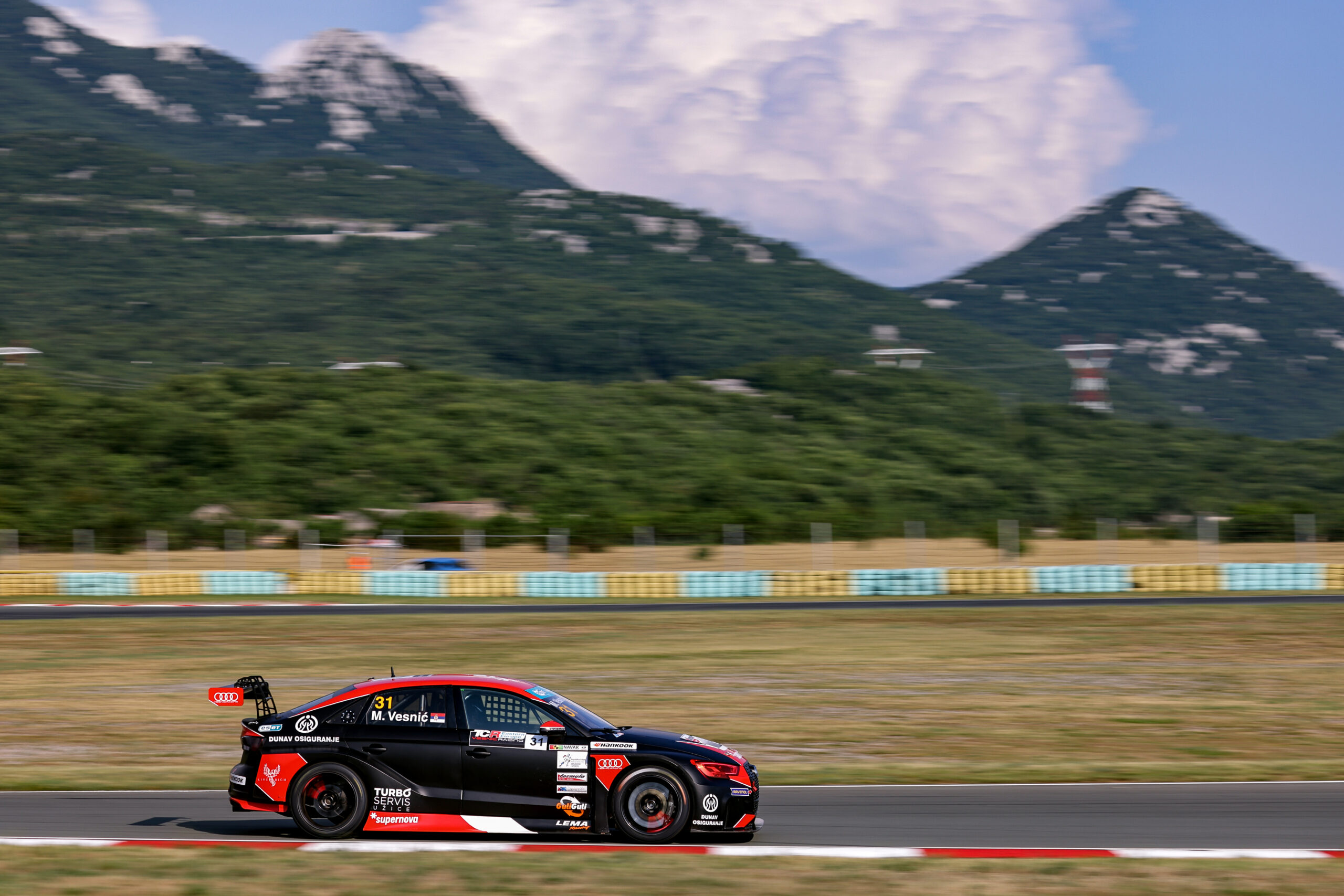 Vesnić took pole position for Race 1 and equalized record in number of qualifying victories
